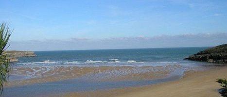 Playa de la arena. Arnuero